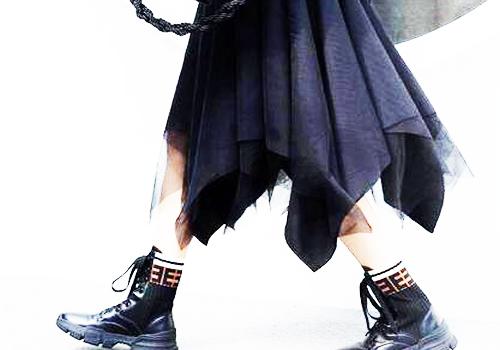 马丁靴搭配裙子