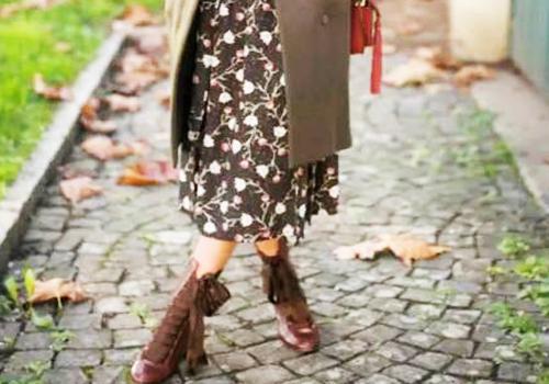 马丁靴搭配碎花裙