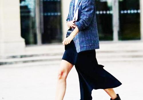 小西装搭配半身裙