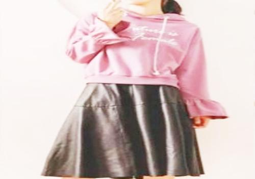 紫色卫衣怎么搭配更加少女感