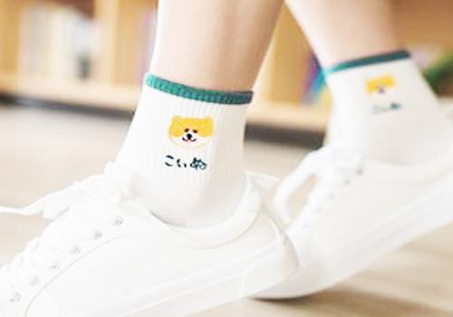搭配中筒袜