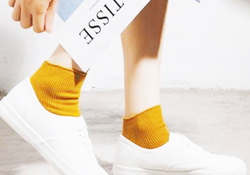搭配彩色袜子