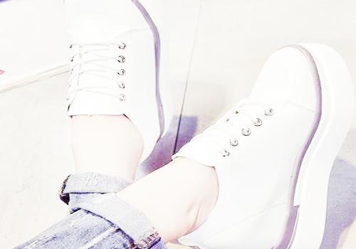 松糕鞋搭配牛仔裤